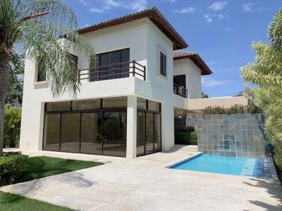 En Guavaberry- Excelente Villa al lado del Campo de Golf