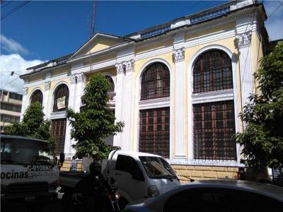 Bello Edificio Estilo Neoclásico