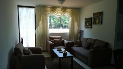 Alquilo precioso apartamento amueblado con terraza amplia en zona 14