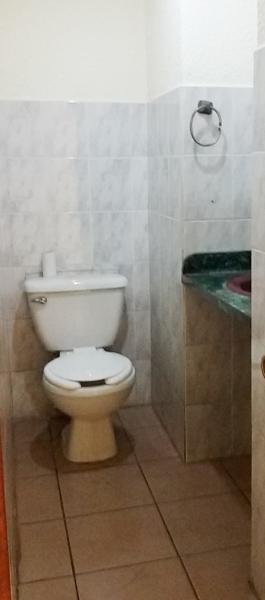 Muebles De Baño QuetzalOficina en alquiler en zona 9 – 52m2