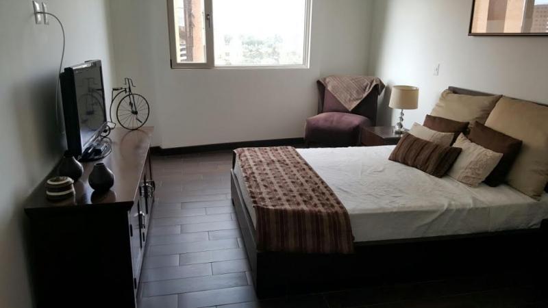 Baños Closet Amueblado:Apartamento amueblado en alquiler en Zona 14!