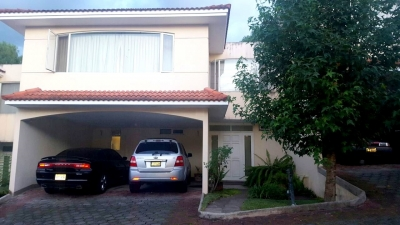 Casa de 3 habitaciones en venta ubicada en zona 16 Interior la montaña