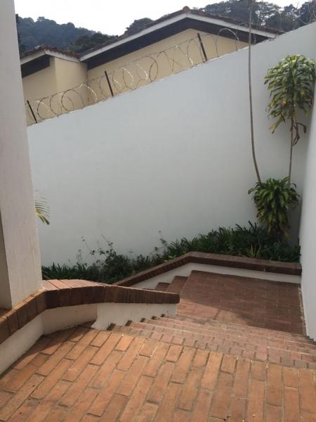 Bella y Amplia Casa en Alquiler Zona 10