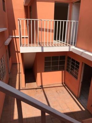 Casa amplia para oficinas en zona 5