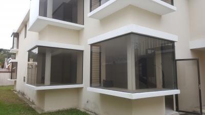 Casa en zona 16, 5 dormitorios