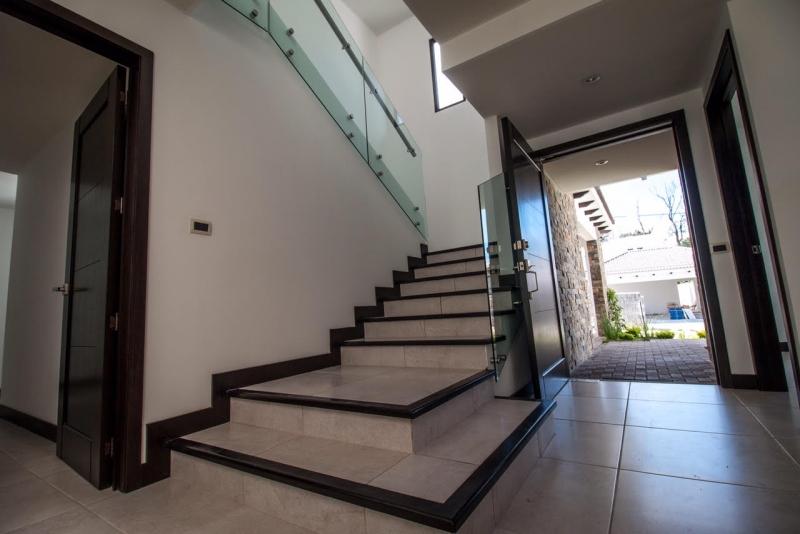 Casa nueva en venta con acabados de lujo en Zona 16