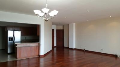 apartamento amplio dos habitaciones y cuarto de servicio