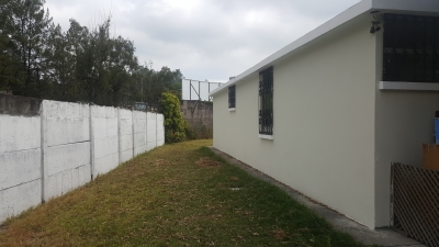 Casa un nivel con amplio jardín, zona 16. Sobre Boulevard Lourdes