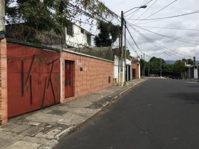 VENTA: CASA IDEAL PARA OFICINAS P/ NEGOCIO CERCANA AEROPUERTO!