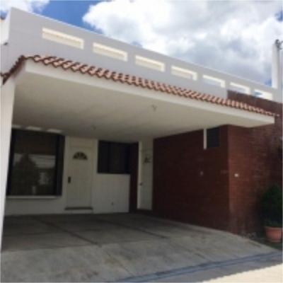 Linda Casa en venta con hermoso jardín ubicada en Condominio Santa Amelia