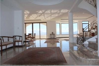 Lujosa Casa en venta ubicada en Altos de Montebello/ Bajo de precio