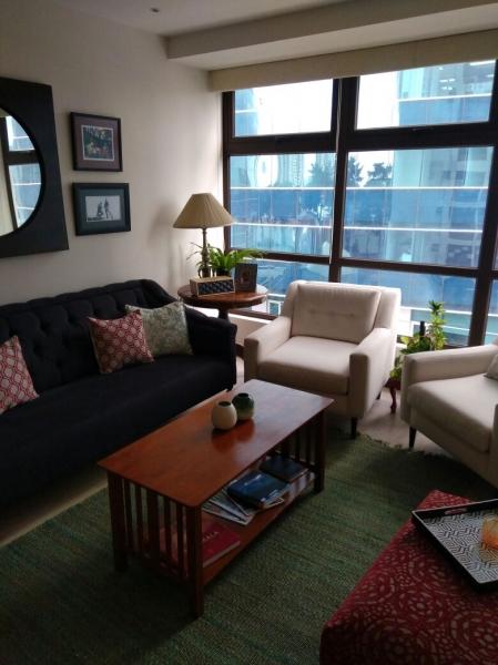 Rento Apto. de 2 habitaciones, ubicado en zona 10