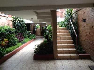 Apartamento en Alquiler Zona 10 (Frente Zona Pradera)