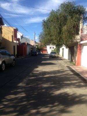 Mariscal Z 11,  sector residencial, seguro  en calle privada, con portón  eléctrico de ingreso a la calle.