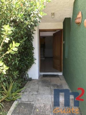 Casa de 350 m2 de construcción en Renta, Zona 15