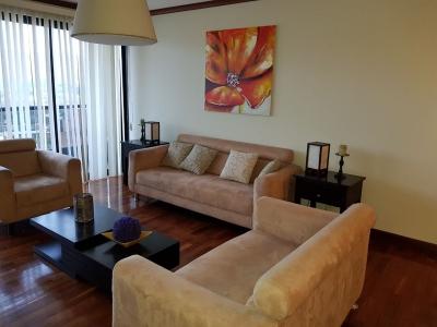 Rento apartamento de 2 dormitorios ubicado en zona 14.