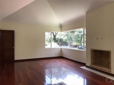 Casa en alquiler zona 16 Cayala