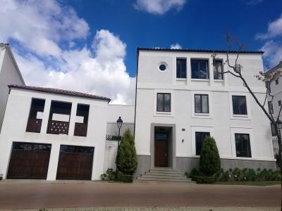 Casa en venta zona 16 Ramblas de Cayala amplia y de lujo para estrenar