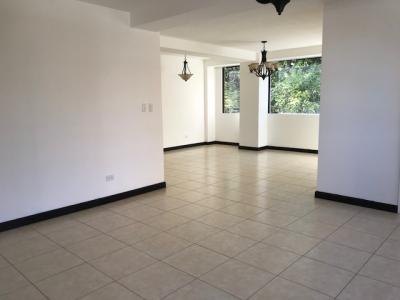 Apartamento amplio bien ubicado