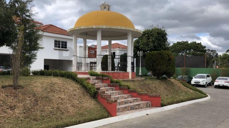 VENTA DE AMPLIA CASA EN PORTO GRANDE  ZONA 16