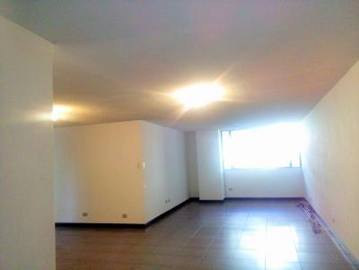 Vendo Apartamento en Zona 14- En Primer Nivel