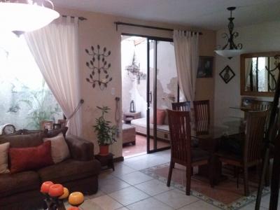 Precioso TownHouse en Venta en Mariscal Zona 11 Condominio