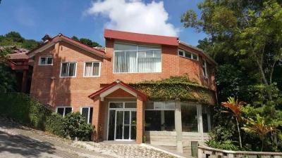 Hermosa casa con bosque y jardín en Km 12.5 CES