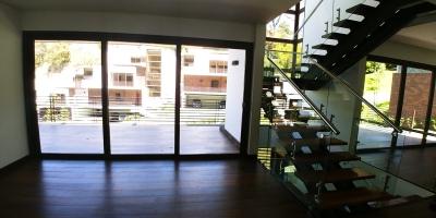casa en Acantos de Cayalá de 4 dormitorios con elevador