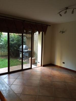 Vendo Casa Dentro de Condominio en Zona 14