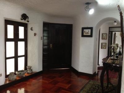 Rento apartamento amueblado con 3 habitaciones en zona 10