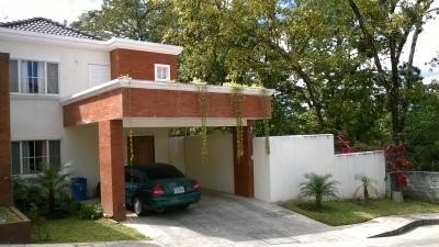 Hermosa casa en Condominio Privado en el Zapote zona 2