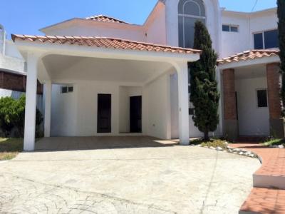 Casa en venta ubicada en Sector A-6 San Cristóbal Condominio la Arboleda