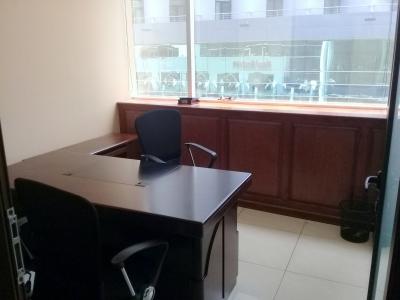 Oficina en renta de 147 m2 en renta ubicada en Dubai Center Zona 10