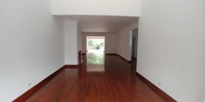 Alquilo casa en La Cañada zona 14 de 4 dormitorios