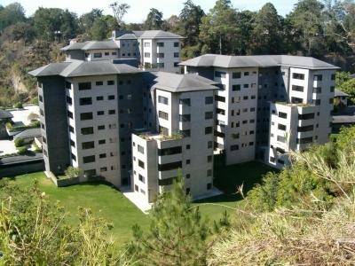 AlquiloGT Apartamento en zona 10 de 3HAB y 2PARQ