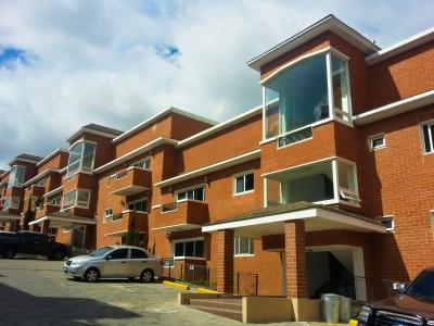 AlquiloGT Apartamento en zona 15 de 3HAB y 2PARQ