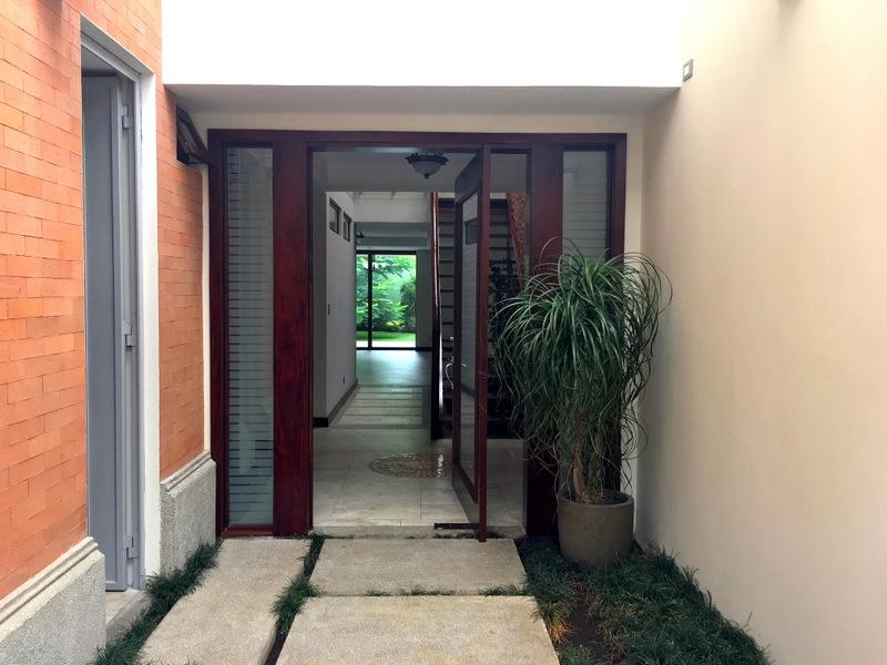 Hermosa Casa en renta ubicada en zona 10