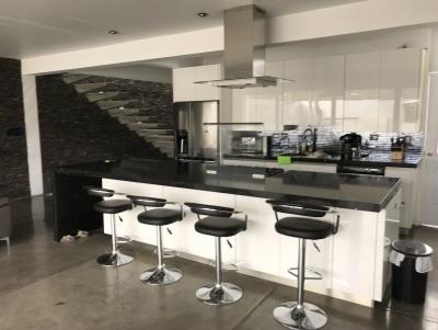 Vendo Moderna y Amplia Casa Nueva en Hacienda Real zona 16, Excelente Ubicación y Acabados!