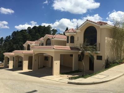 Casa en Venta Zona 16, 3 Habitaciones, 248 m2, US$199,000