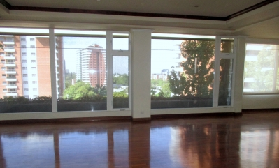 Zona 14 Vendo amplio apartamento con excelentes acabados