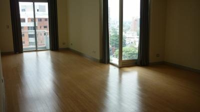 Apartamento en Venta Zona 10, Ed. Atrium, 1 Habitación, 205 m2, US$255,000