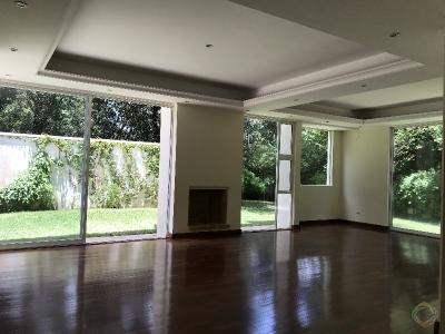 Preciosa Casa en alquiler dentro de Condominio en  zona 16 sector Cayala