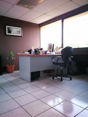 Oficina en Plaza Profesional, Gran Centro Comercial de la Zona 04