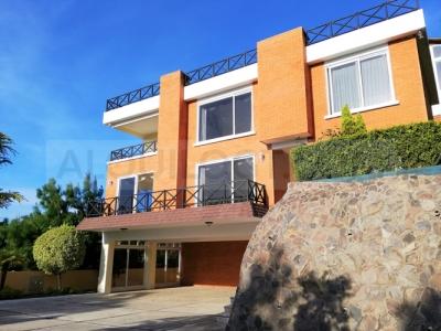 AlquiloGT Casa de 12HAB y 10PARQ en zona 15