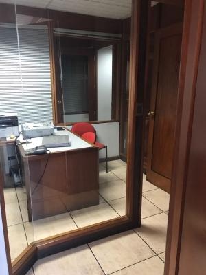 Amplia oficina en renta en Tikal Futura, con o sin muebles