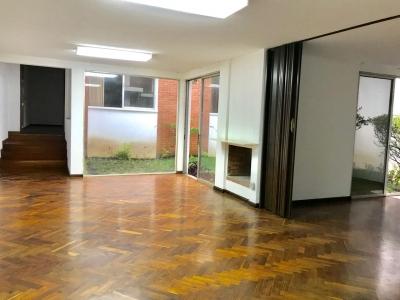 Rento casa para vivienda u oficina a puerta cerrada