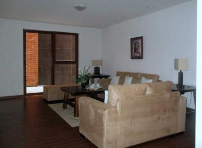 Vendo o Alquilo Zona 16 amplio apartamento 200 M2