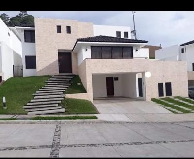 Linda casa en venta/renta Lomas de San Isidro zona 16