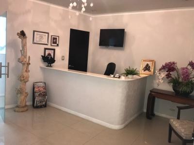 Preciosa oficina/Clinica Dubai Center en renta/venta
