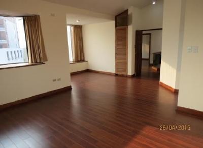 En venta amplia casa ubicada en el km 8 (Frente al Hotel Vista Real)